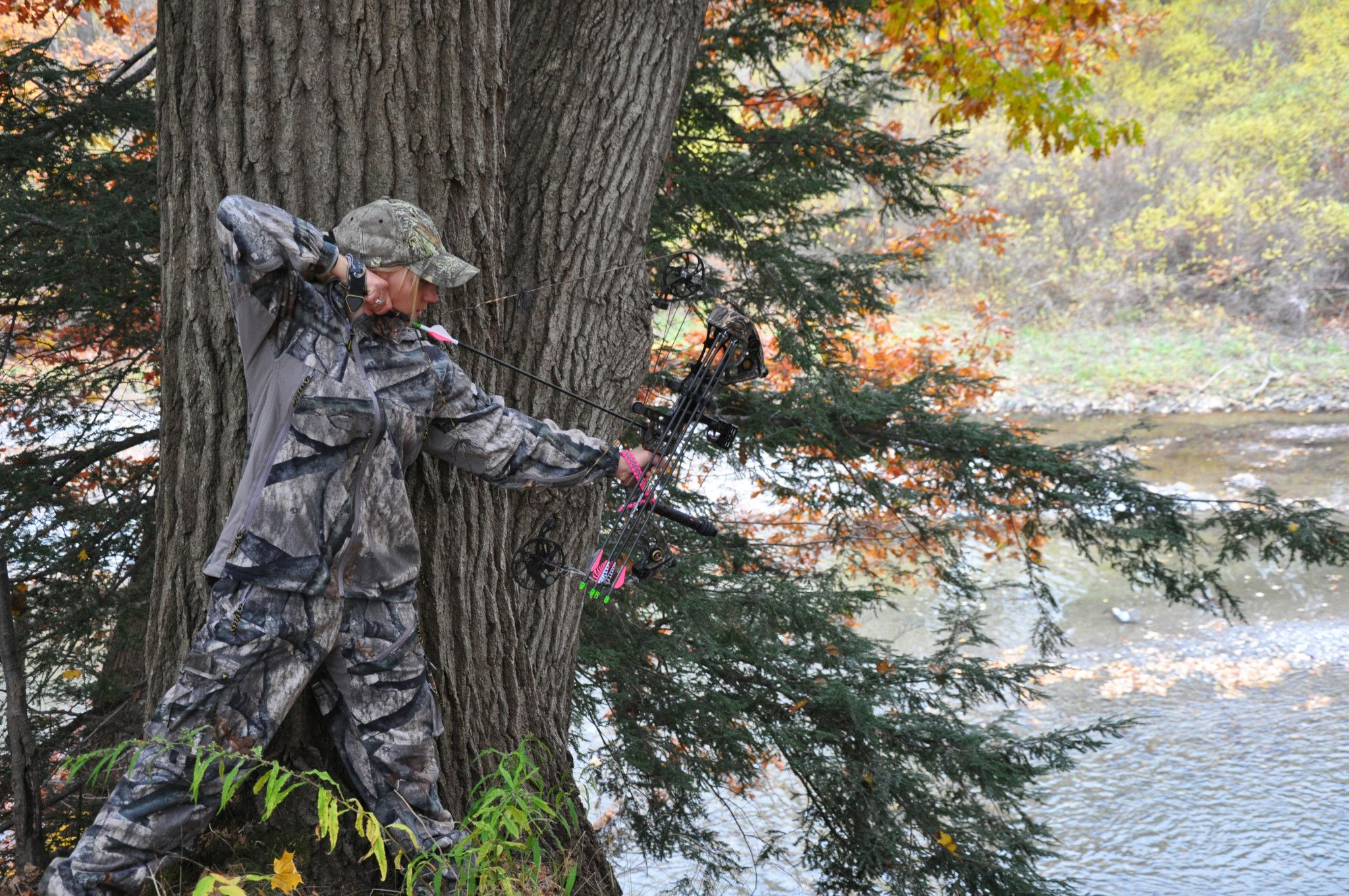 An image of a hunter preparing for a shot.