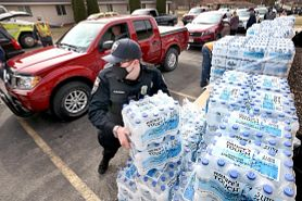 Town of Campbell bottled water distribution on March 25, 2021. Photo courtesy of the La Crosse Tribune.